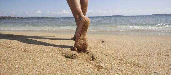 marcher pieds nus, le pied !